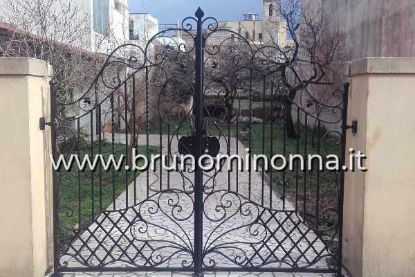 Cancello in ferro battuto a 2 ante CLL0004A (foto 1) realizzato da Bruno Minonna