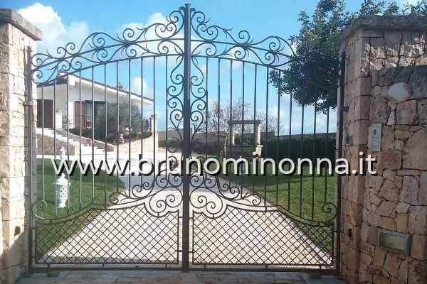 Cancello in ferro battuto a 2 ante CLL0404A (foto 1) realizzato da Bruno Minonna