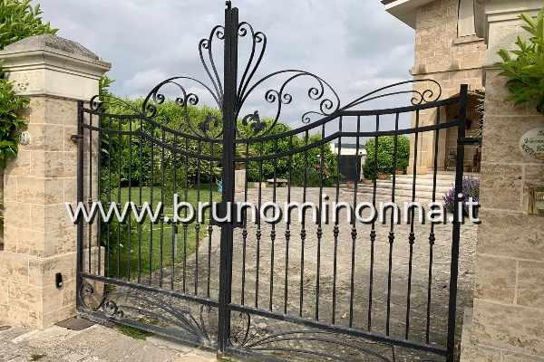 Cancello in ferro battuto a 2 ante CLL0806A (foto 1) realizzato da Bruno Minonna