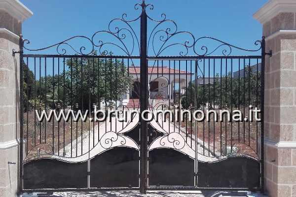 Cancello pedonale in ferro battuto a 2 ante CLL1008A (foto 1) realizzato da Bruno Minonna