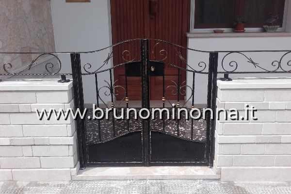 Cancello pedonale in ferro battuto a 2 ante CLL1611A (foto 1) realizzato da Bruno Minonna