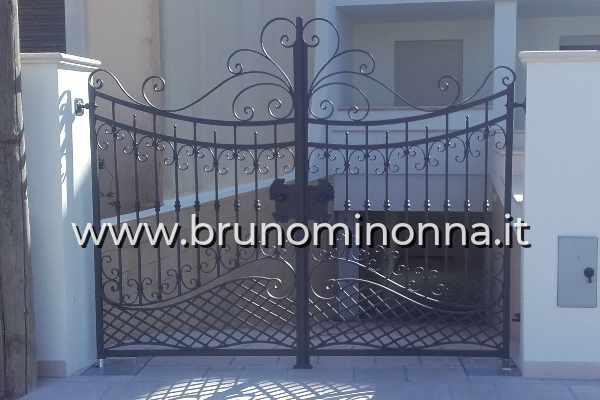 Cancello pedonale in ferro battuto a 2 ante CLL1802A (foto 1) realizzato da Bruno Minonna