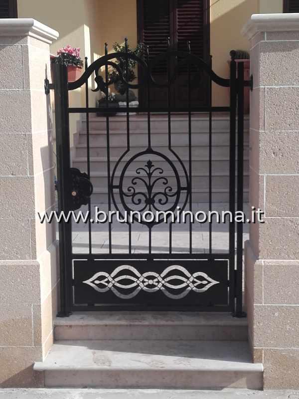 Cancello pedonale in ferro battuto a un'anta CLL8803A (foto 1) realizzato da Bruno Minonna