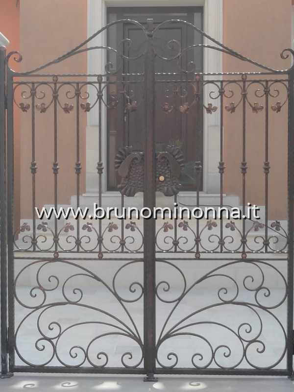 Cancello pedonale in ferro battuto a 2 ante CLL8911A (foto 1) realizzato da Bruno Minonna