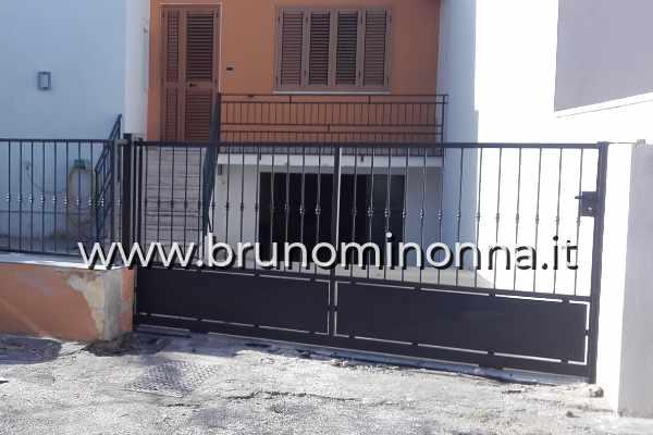Cancello pedonale in ferro battuto a un'anta CLL9611B (foto 1) realizzato da Bruno Minonna
