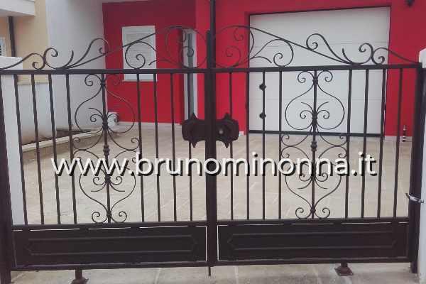 Cancello pedonale in ferro battuto a 2 ante CLL9712A (foto 1) realizzato da Bruno Minonna