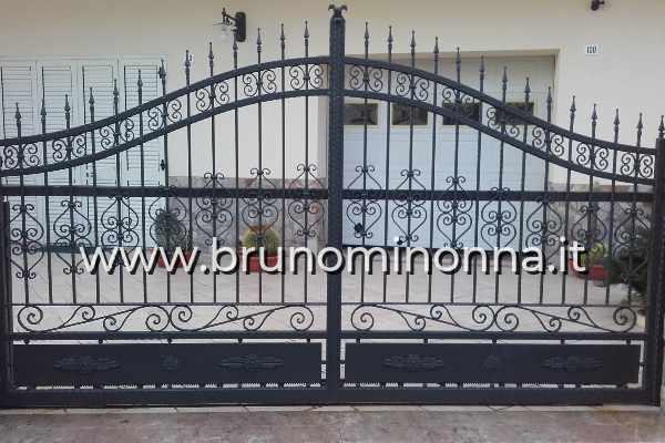 Cancello pedonale in ferro battuto a un'anta CLL9909A (foto 1) realizzato da Bruno Minonna