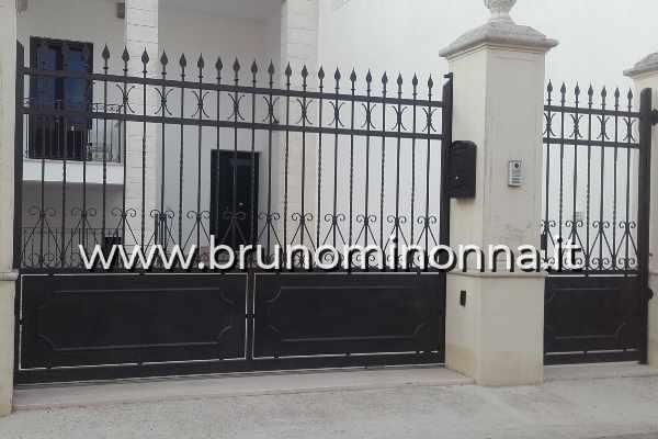 Cancello pedonale in ferro battuto a un'anta CLL9912A (foto 1) realizzato da Bruno Minonna