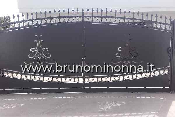 Cancello pedonale  in ferro taglio laser a 2 ante CLL1110A (foto 1) realizzato da Bruno Minonna